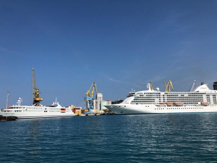 """""""La Belle De L'Adriatique"""" dhe """"Seven Seas Voyager"""" - krocerat zbukurojnë kalatat e Portit të Durrësit"""